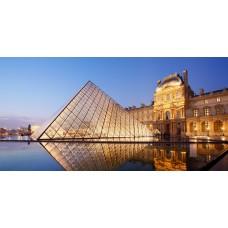 A párizsi louvre vászonkép